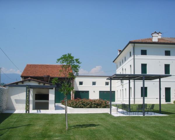 S.I. HOUSE